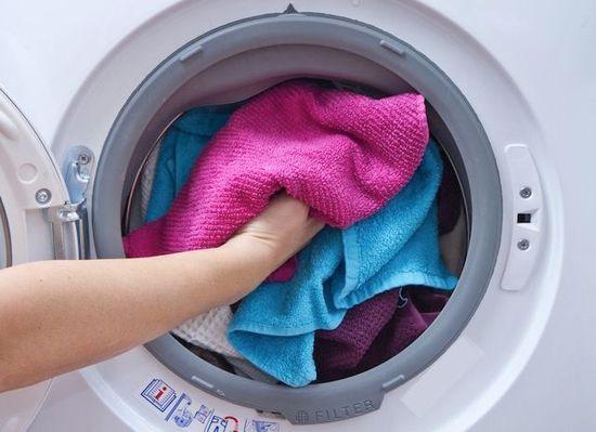 Η στεγνή πετσέτα θα απορροφήσει την υγρασία