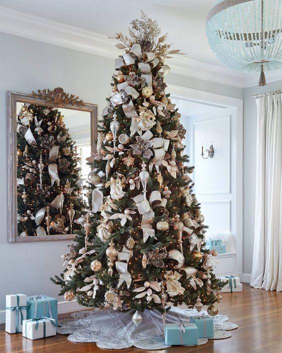 Χριστουγεννιάτικο δέντρο: Ιδέες για να στολίσεις το δέντρο σου φέτος
