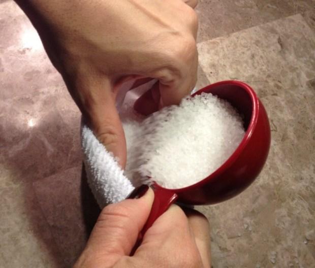 Το αλάτι μπαίνει στις κάλτσες