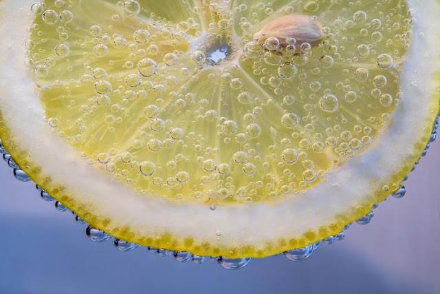 Read more about the article Το κόλπο που θα σας αλλάξει τη ζωή – Βάλτε στο κομοδίνο σας φέτες απο λεμόνι