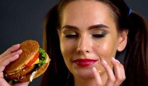 Read more about the article Οι τροφές που πρέπει ν' αποφεύγεις για να έχεις υγιές δέρμα