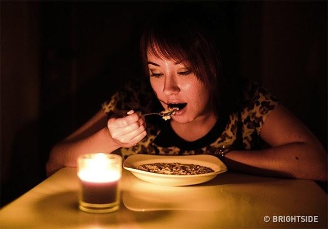 Φάτε στο σκοτάδι.