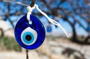 4 ευχές για να ξεφορτωθείτε το κακό μάτι!