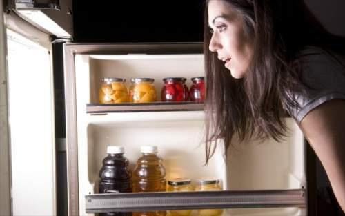 Ποιες τροφές δεν πρέπει να τρώτε ποτέ πριν τον ύπνο