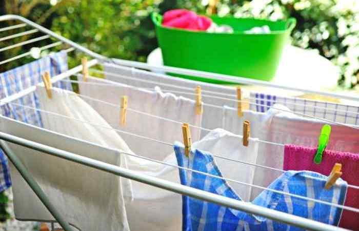 5 έξυπνα tips για να στεγνώνουν τα ρούχα σας εύκολα τον χειμώνα