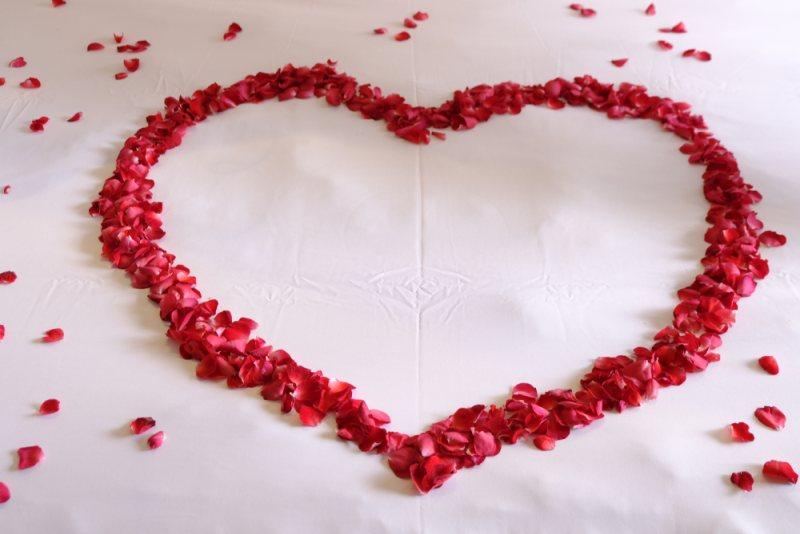 Read more about the article Μα τον Άγιο Βαλεντίνο! Ρητά για τον έρωτα, τρυφερά ή χιουμοριστικά, που ταιριάζουν στα ζώδια!