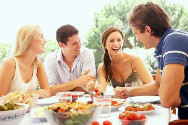Οι άντρες ή οι γυναίκες αγαπούν περισσότερο το φαγητό