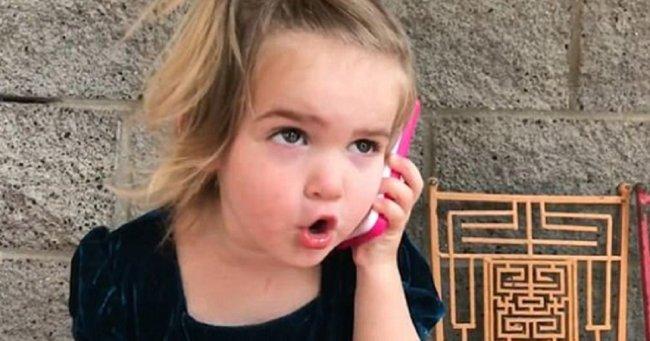 Δίχρονη «τα ψάλλει» στο αγόρι της σε ένα βίντεο που κάνει τον γύρο του κόσμου