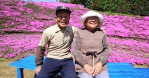 Read more about the article Σύζυγος φύτευε λουλούδια για 2 χρόνια ώστε να τα μυρίζει η τυφλή γυναίκα του!