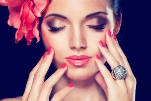 Read more about the article Σπάνε τα νύχια σου; Με αυτό το κόλπο με ελαιόλαδο ποτέ ξανά