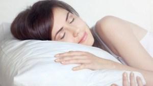 Read more about the article Το έξυπνο κόλπο για να κοιμηθείτε όταν κάνει ζέστη