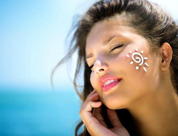 Read more about the article Λιπαρό δέρμα: Πώς να αποφύγετε την «γυαλάδα» στο πρόσωπο από την ζέστη