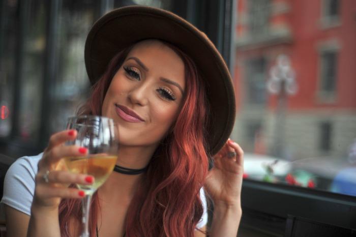 Read more about the article Τι φανερώνει το ποτό που παραγγέλνει μια κοπέλα για το χαρακτήρα της!