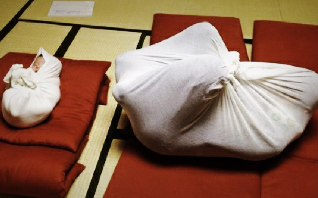 Avvolti come neonati: dal Giappone arriva l'Otonamaki, un nuovo metodo di relax