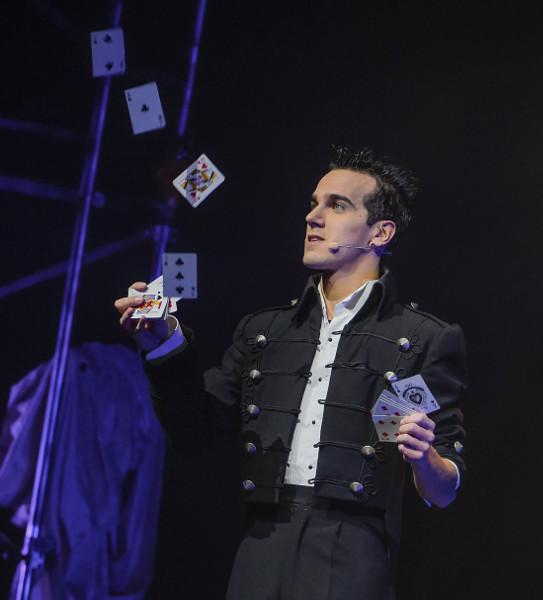 Il magico Luca Bono in tournée con il suo nuovo show, L'illusionista