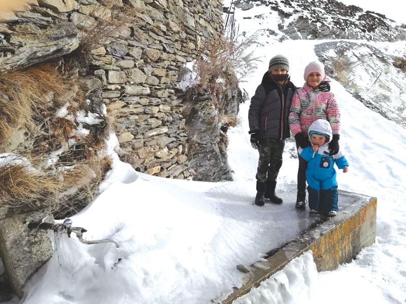 Famiglia e homeschooling: come si vive in un rifugio di montagna