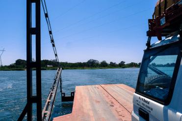Fähre über den Zambezi.