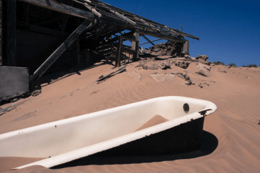 Badewanne im Sand, Kolmanskop