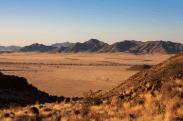 Weiter Blick über die Steppe des Namibrand, Namibia