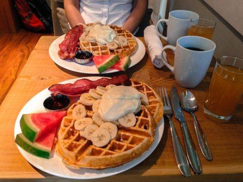 Waffel-Frühstück im Coast & Toast, Ucluelet, Vancouver Island