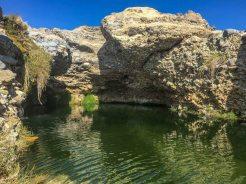 Baden in den Quellen des Hauchab, Namibia