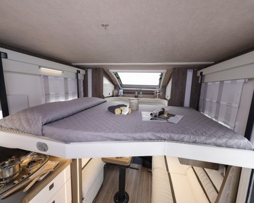Caravansinternational__Riviera_87_XT__Semintegrale__Camper__41__a900x900