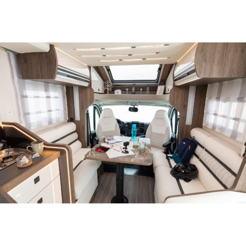 Caravansinternational__Riviera-67-XT-__Semintegrale__Camper-(10)