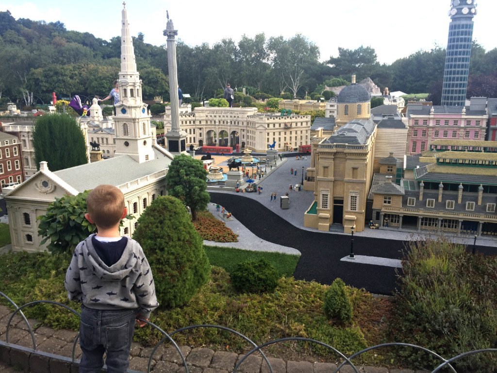 10 tips for your first trip to legoland - Girl about townhouse
