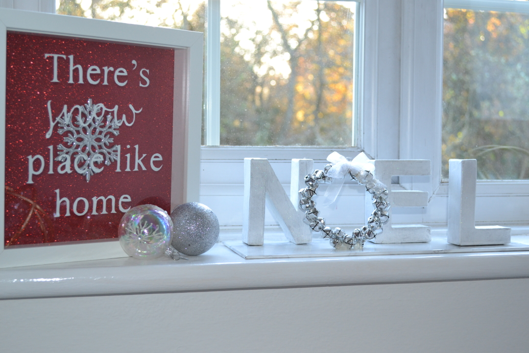 Noel letters - Christmas crafts - Girl about townhouse