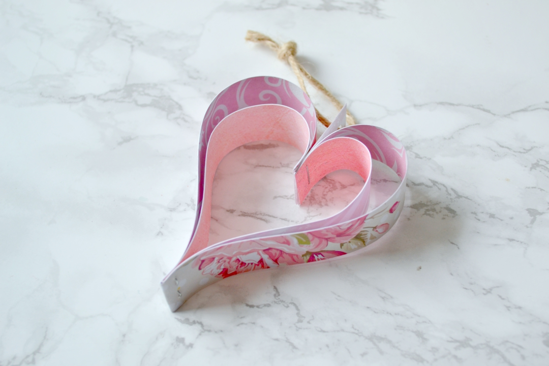 Paper heart decorations garland tutorial - Girl about townhouse