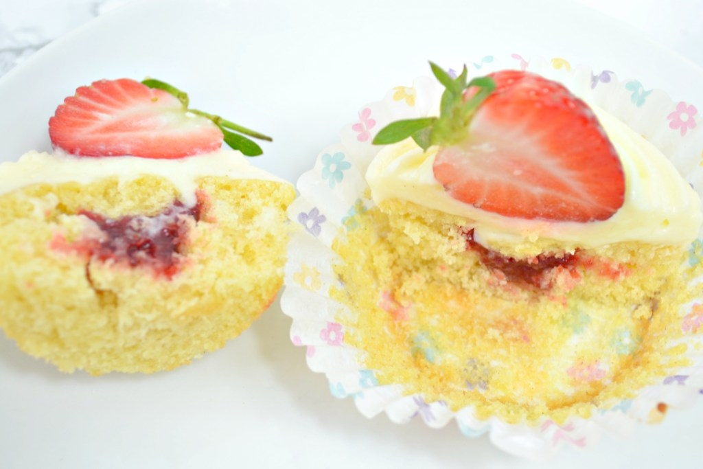 Strawberry Cheesecake Cupcakes - Girl about townhouse