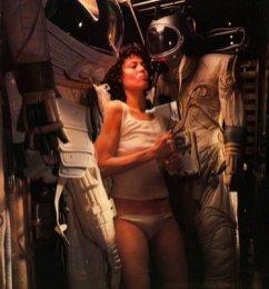 Ellen-Ripley-Alien-Movies-alien-28784501-374-400