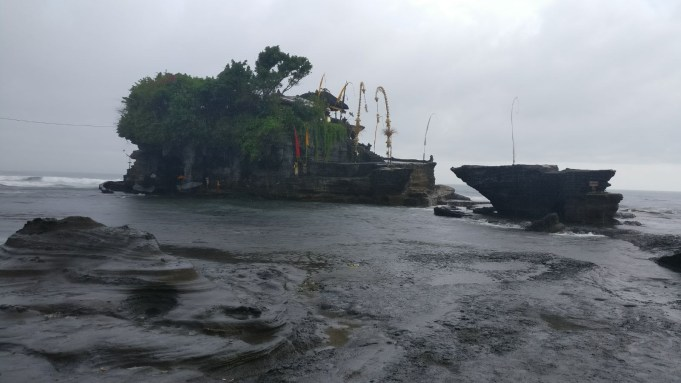Bali Honeymoon Tanah Lot high tide