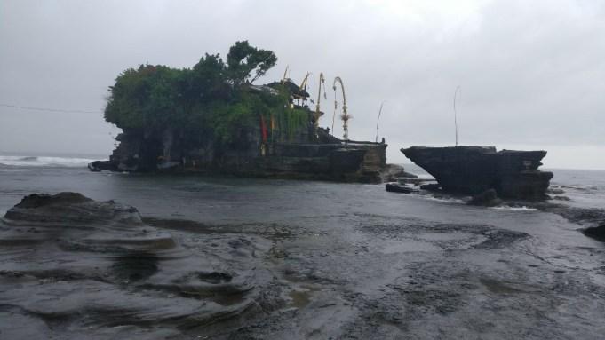 Bali Honeymoon Tanah Lot high tide