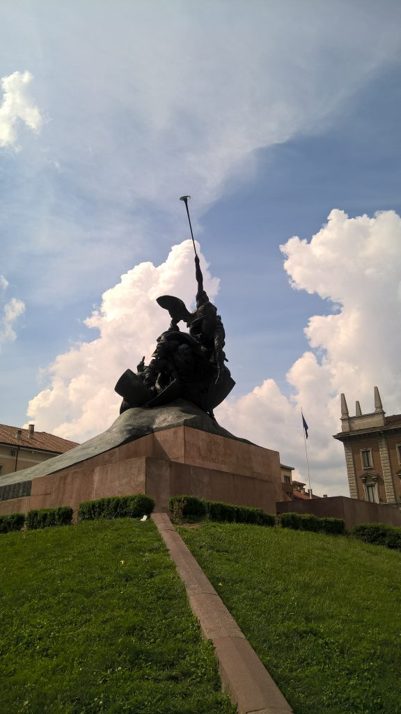 Monza - Monumento ai Caduti in Piazza Trento.
