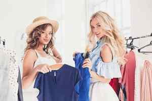 服装:清潔感・女性らしさ・上品さを意識した万人受けするスタイル