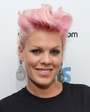 celebrities with pink hairstyles