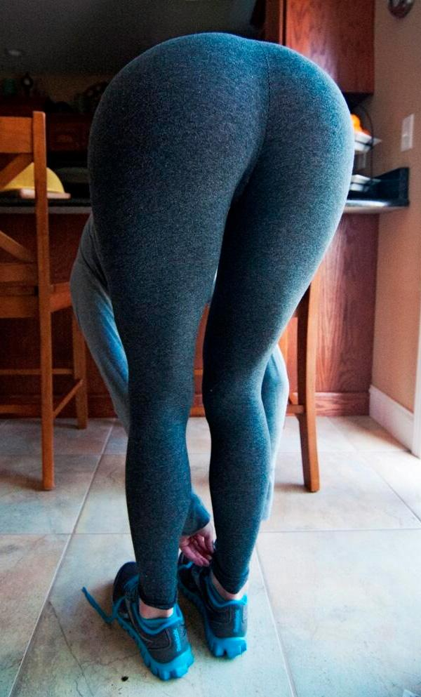 16 Pics Of Girls In Yoga Pants In The Kitchen Yoga Pants