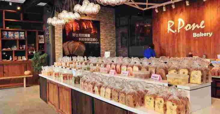 【三重美食】賴董土司:將近30種吐司口味,來挑一款你喜歡的口味當早餐吧/捷運新北產業園區站 @女子的休假計劃