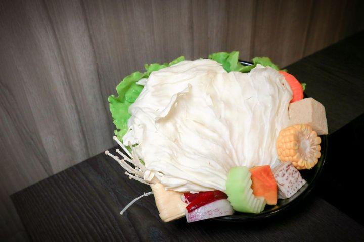 【高雄平日火鍋吃到飽】舞古賀涮涮屋天祥店:痛風蝦爆套餐澎派又新鮮,平價高級肉。 @女子的休假計劃