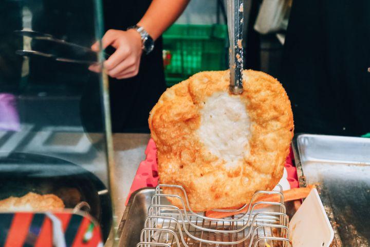 【新北土城】BOOM炸蛋蔥油餅:國民銅板人氣小吃,不油膩配方更爽口。 @女子的休假計劃
