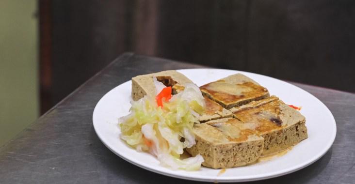 【新竹美食】金佳脆皮臭豆腐:30年在地人必吃排隊銅板小吃,新竹最強、皮脆內嫩臭到夠味! @女子的休假計劃