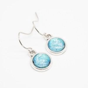 handgeschilderde handgemaakte oorbellen blauw glinstertjes