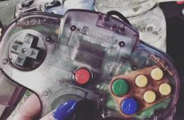 Playing the N64 at Foonzo (photo by Leah Jewer / Girls on Games)