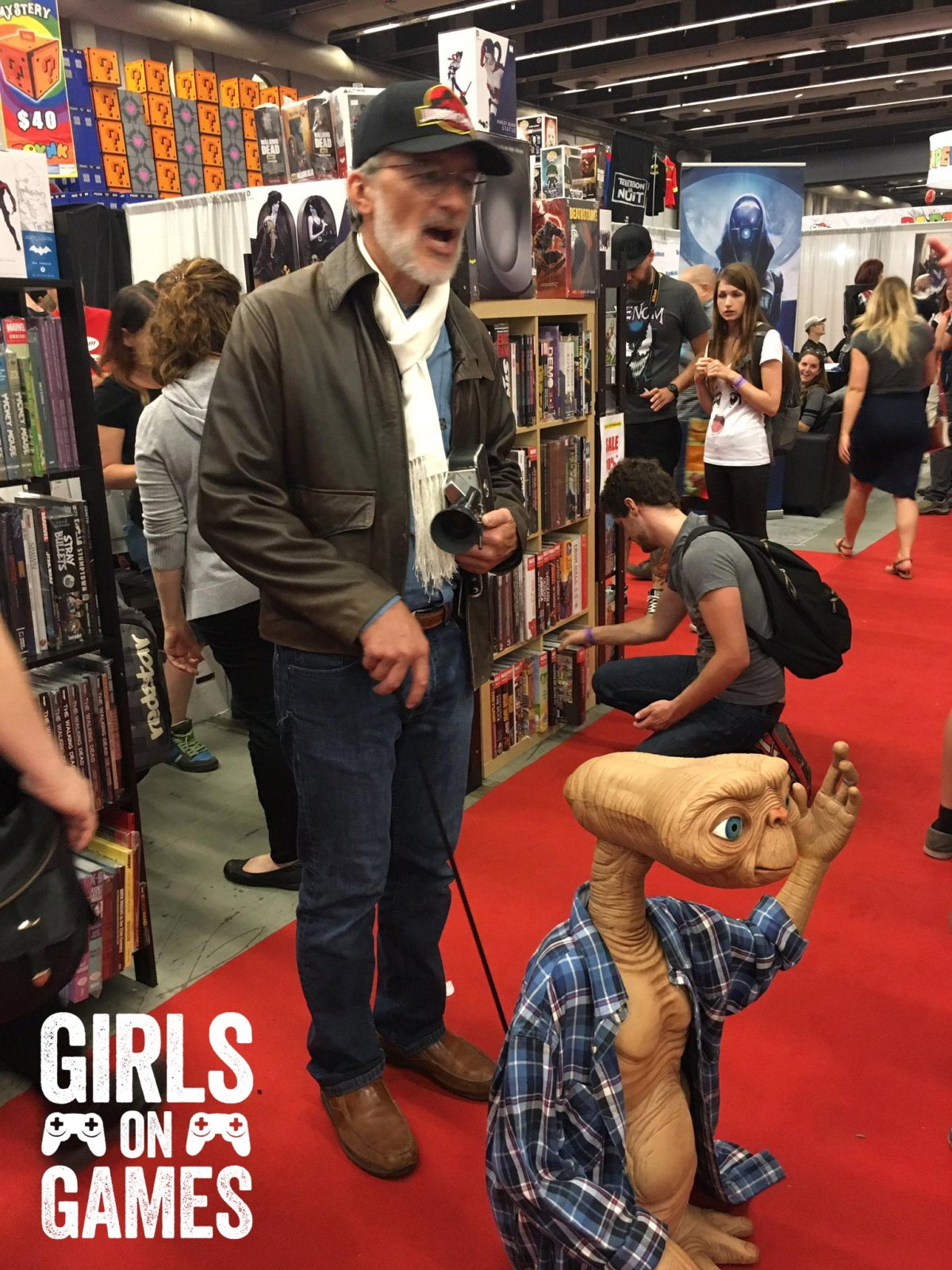 Spielberg and E.T. cosplay