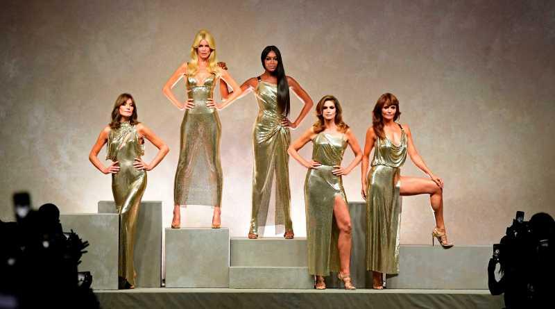 Sfilata Versace P/E 2018 ; l' omaggio a Gianni Versace riscalda la Milano Fashion Week!