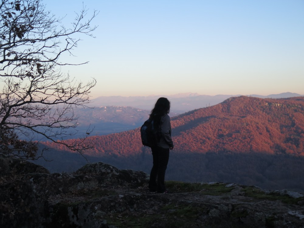 girl looking at mountains while hiking in umbria