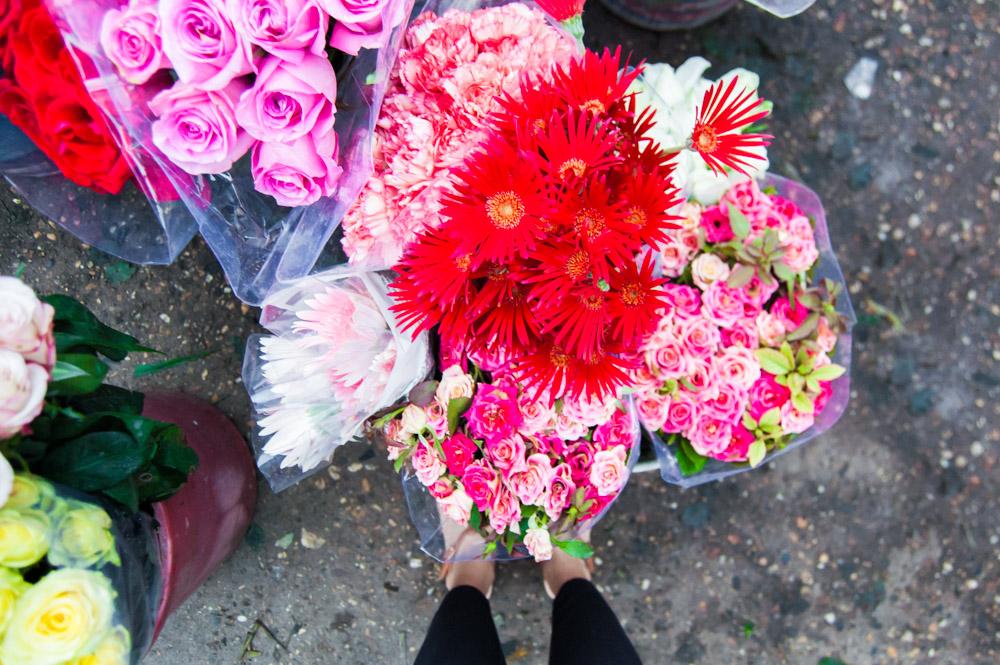 things to do in Hanoi, hanoi flower market, Global Gal Sarah