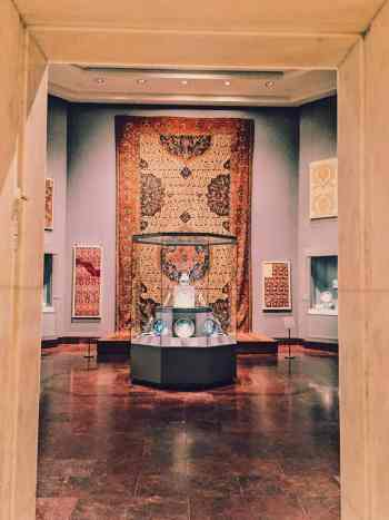 When backpacking in NYC, remember that this city has many stunning, free museums that are just waiting to be explored.
