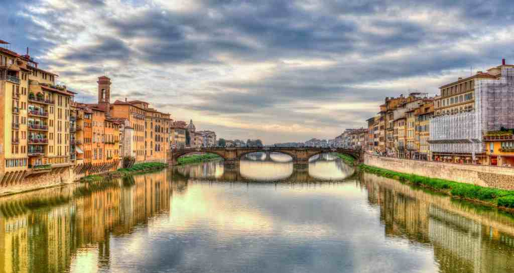 During your Florence itinerary, spend some time enjoying the natural beauty fo the Arno River.
